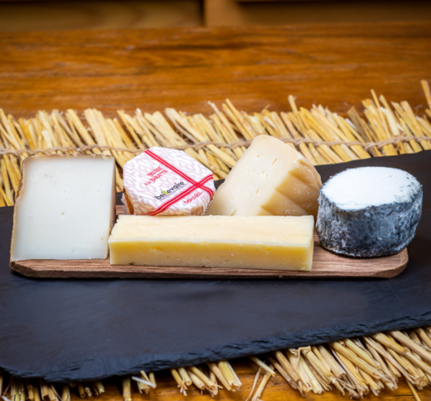 PETIT PLATEAU (CHEESE BOARD OF 4 PIECES + 1 SALTED BUTTER) 170G